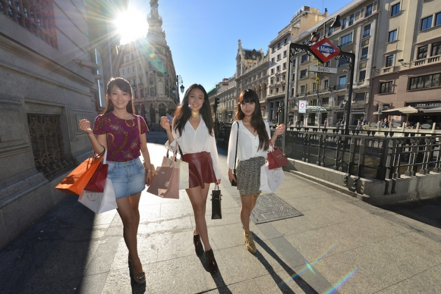 Record number of chinese tourists in spain chinese for Shopping in cina