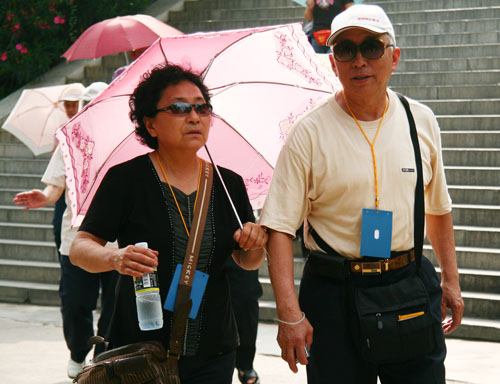 Chinese elderly people go on a trip