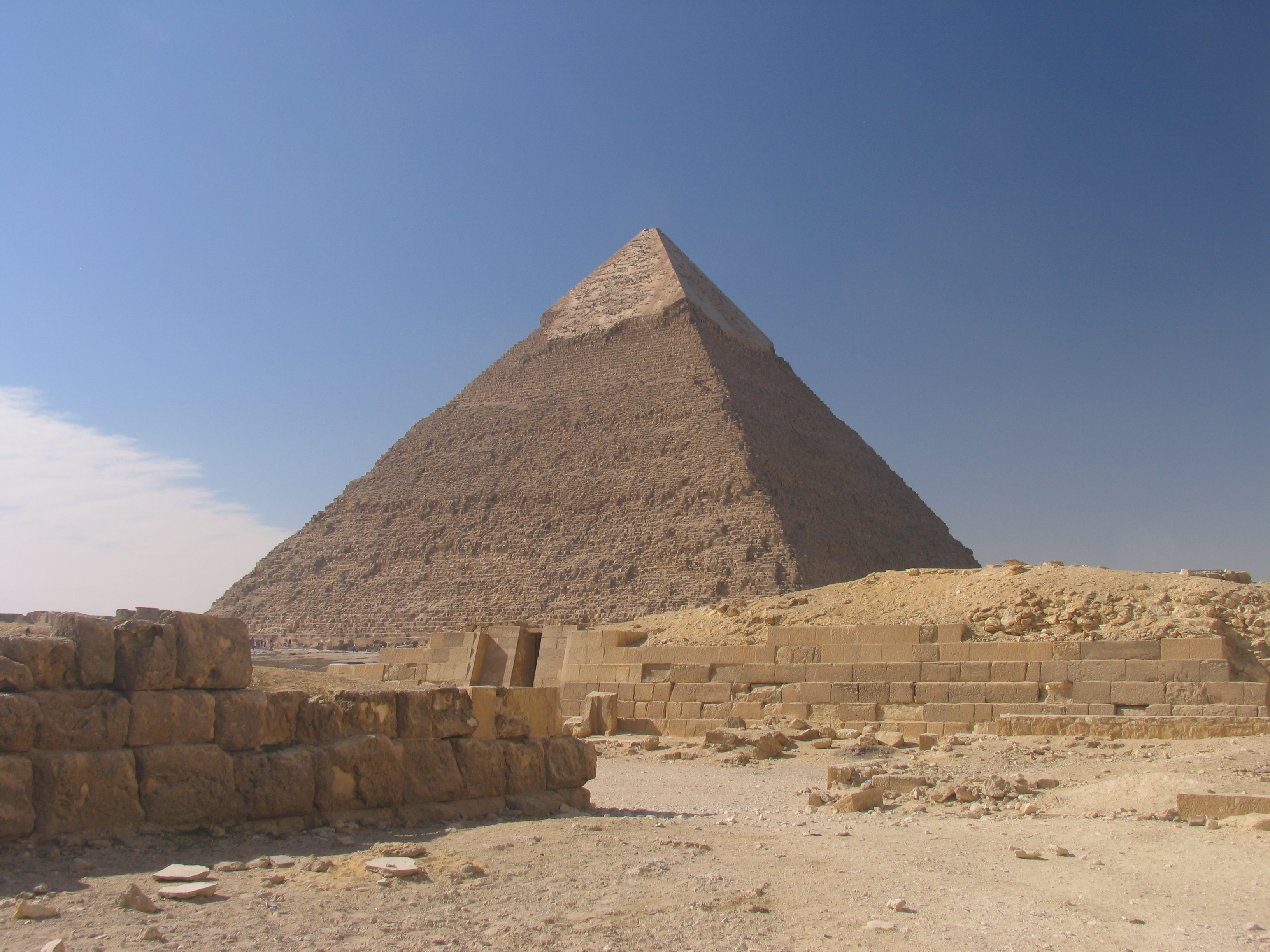Chinese tourists flock to Egypt for the Pyramids!