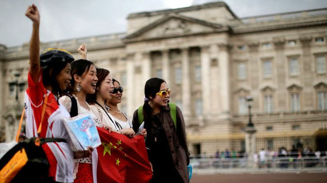 happy Chinese travellers
