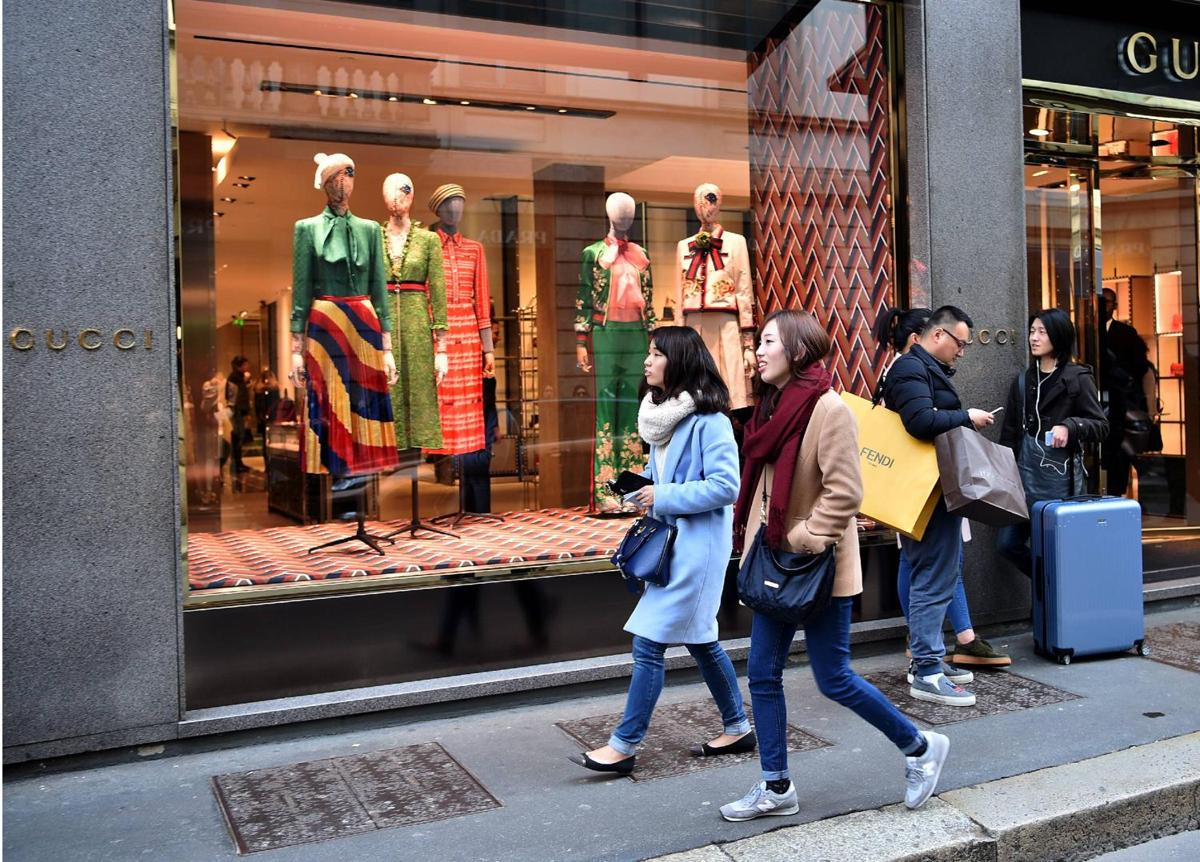 Chinese tourists bought the half of world's luxury goods