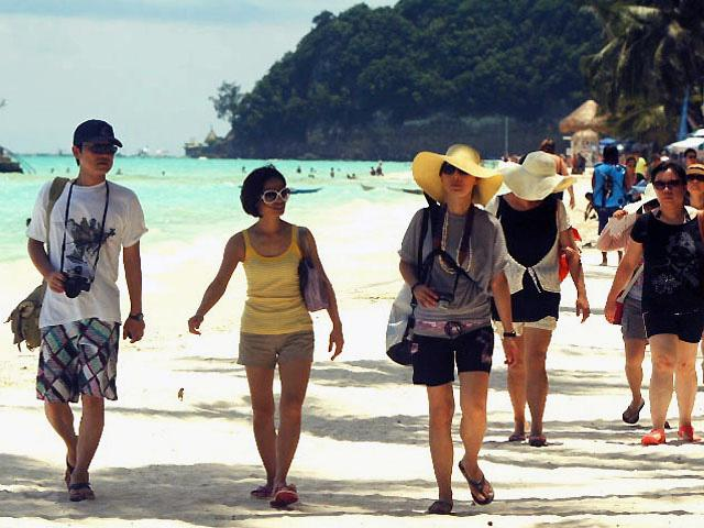 Boracay Chinese tourists in Philippines